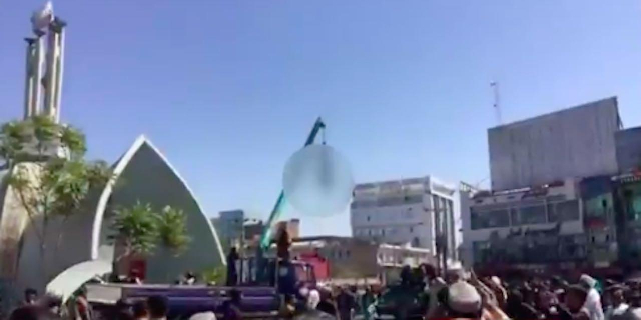Afghanistan cadaveri impiccati in piazza
